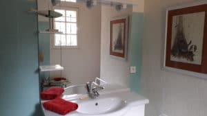 Ensuite bathroom, Double Garden View