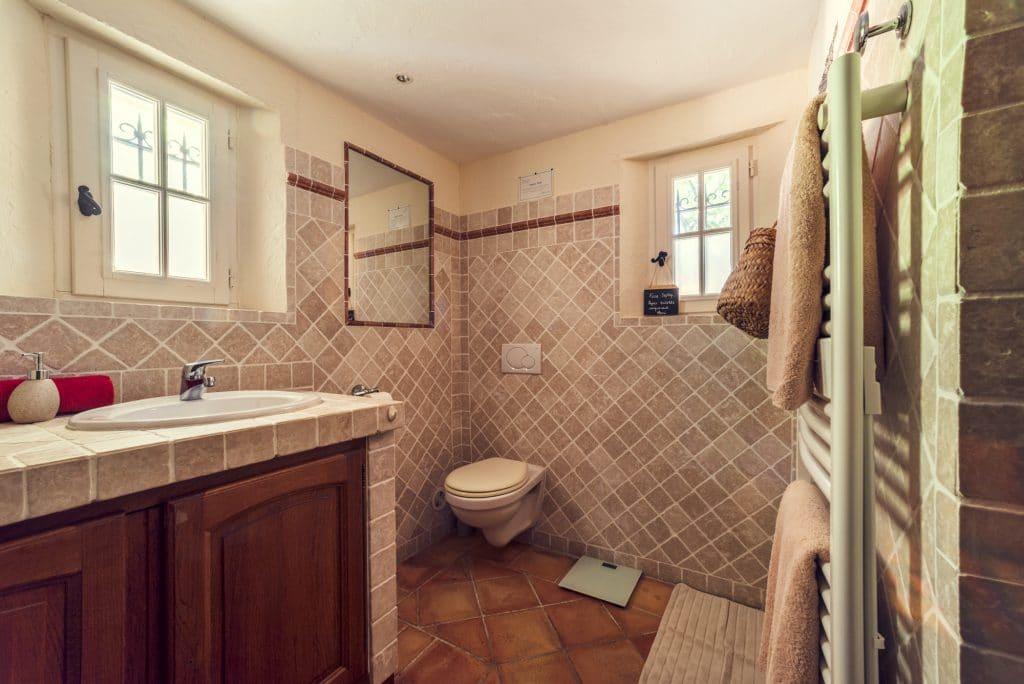 Villa Fontane Triple room ensuite bathroom