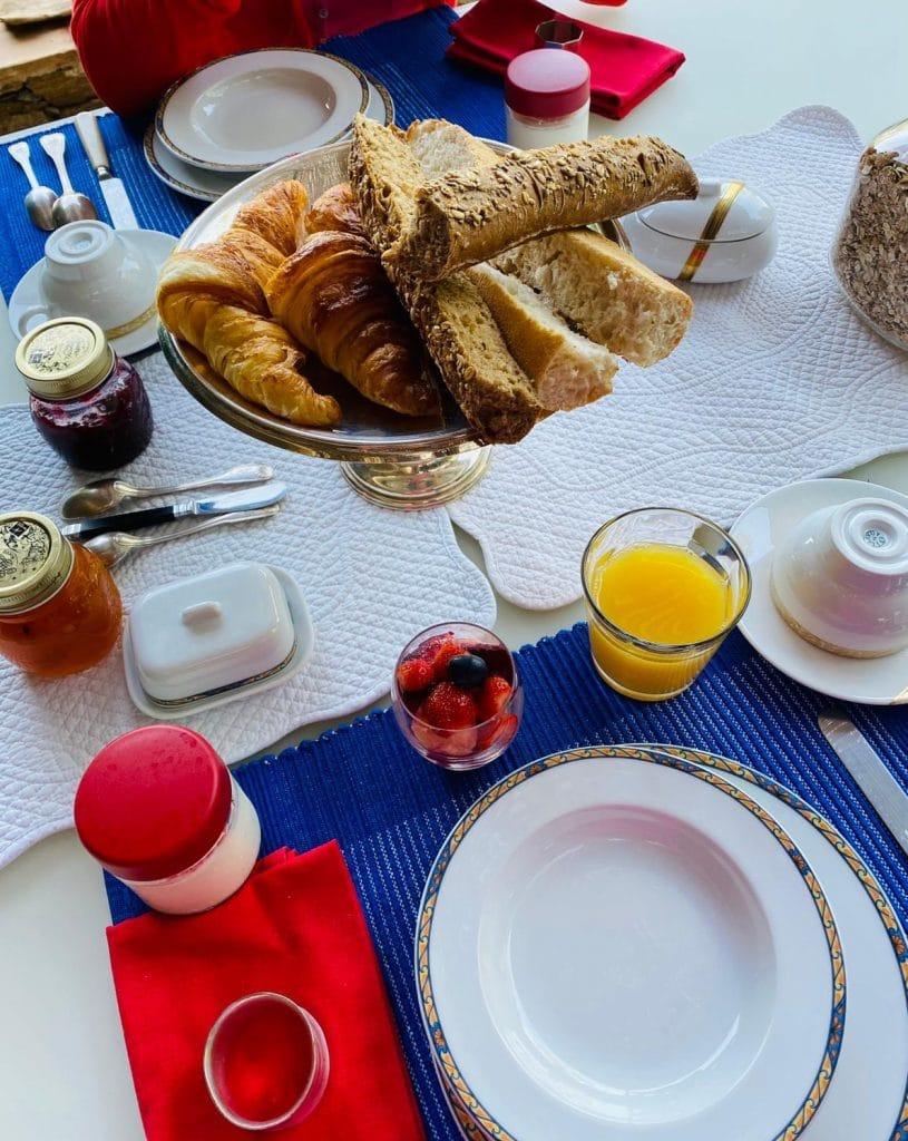 Villa Fontane Provence breakfast on the terrace